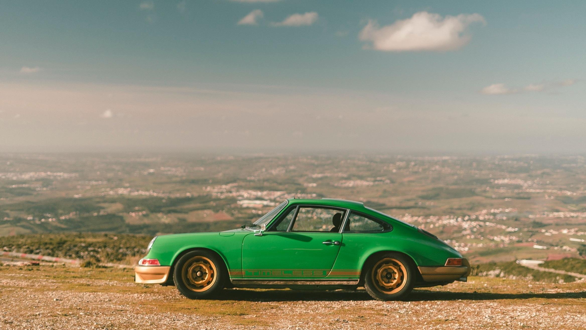 VIPER GREEN - '72 PORSCHE 911