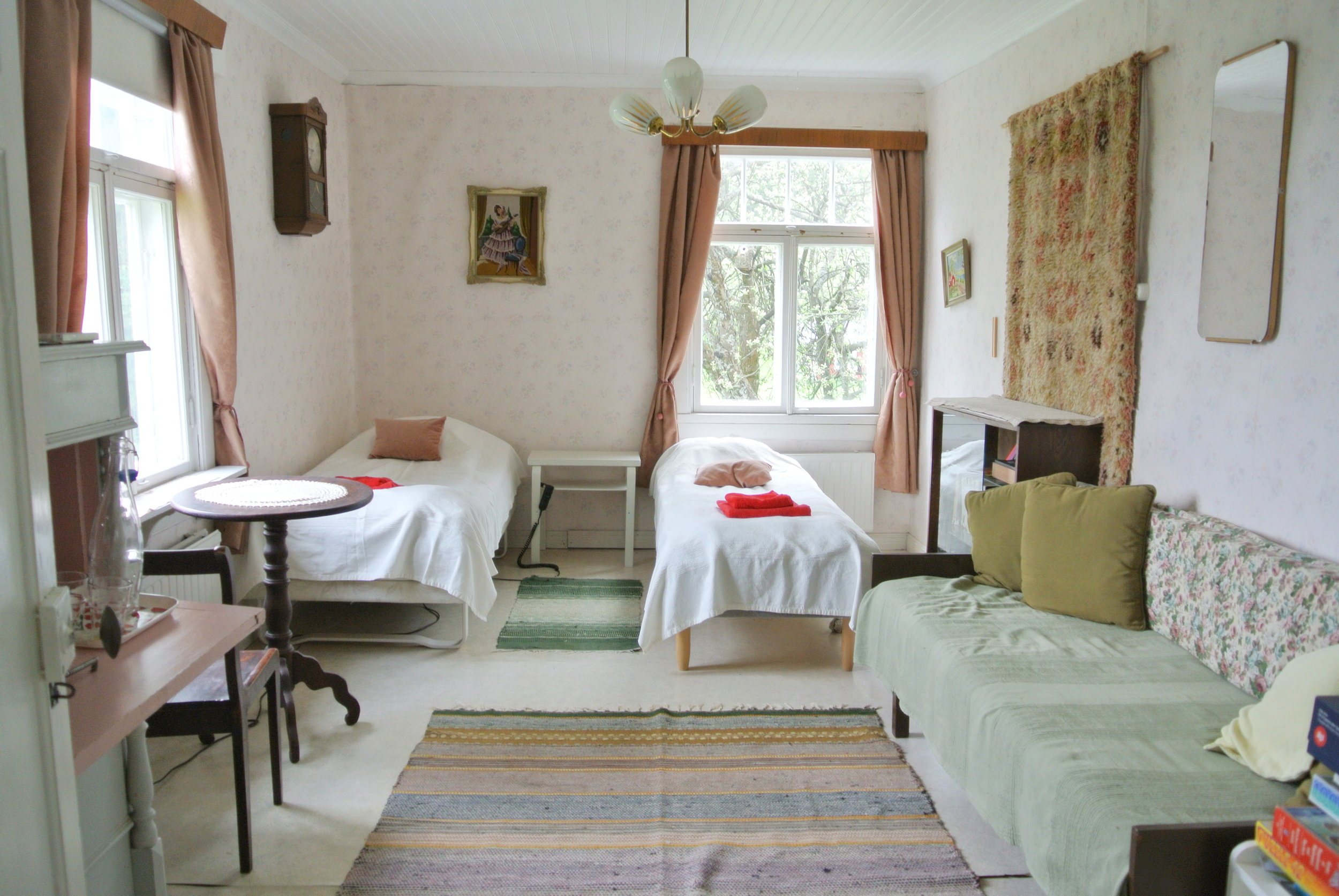 Radio room - The room has twin beds and an extra bed. The room has a view of a garden full of apple trees. Pets are allowed in the Radio room.The name