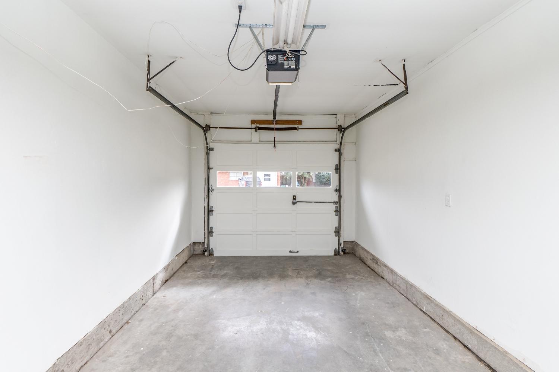 30 Garage.jpg