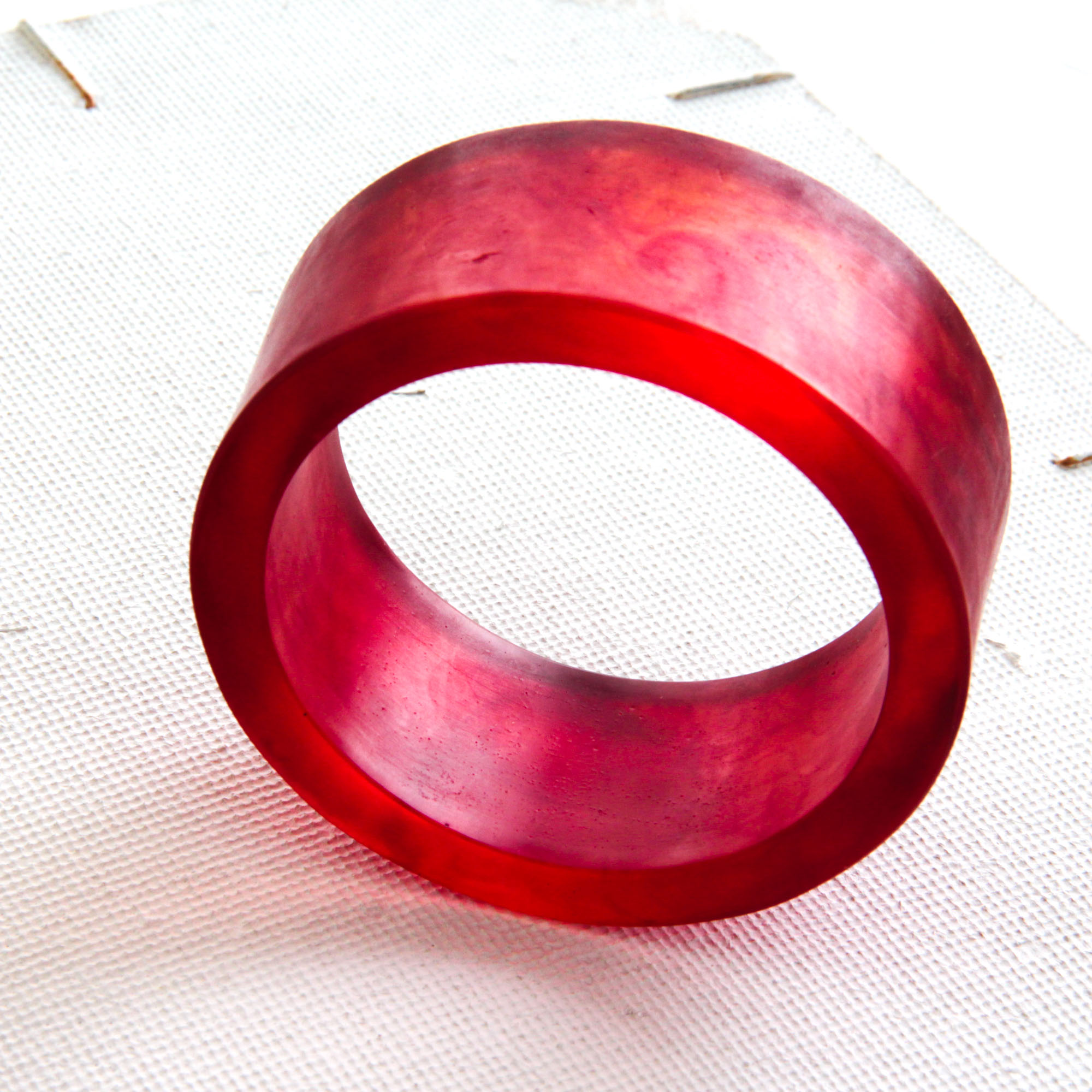 dark red resin bangle - • handcasted• beautiful red tones• bold, chunky and summery• br245 euro