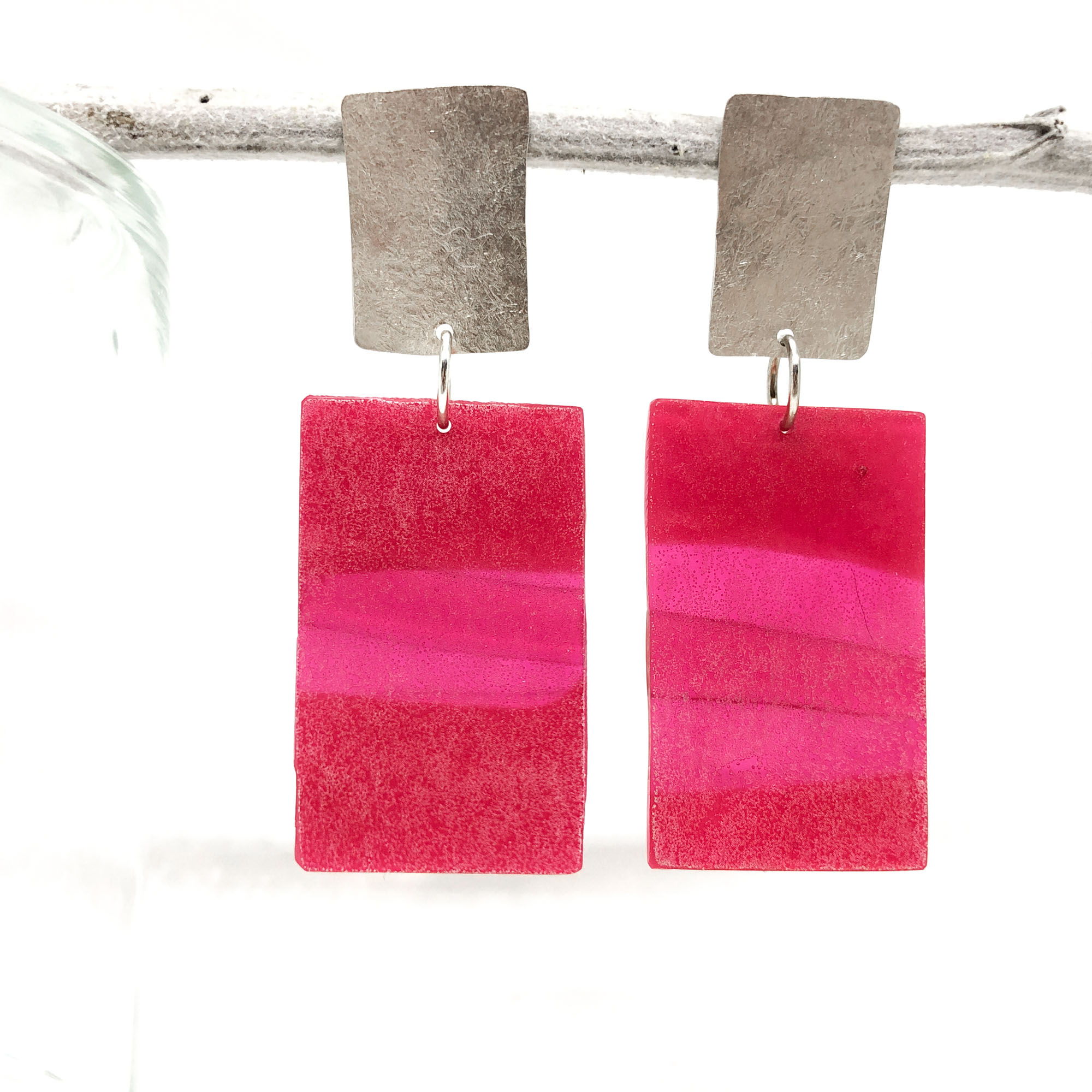 Light and pink     resin earrings - • matt pink colour • partly shine through• drop length approx. 7.3 cm• resin • hammered sterling silver• red4• 70 euro
