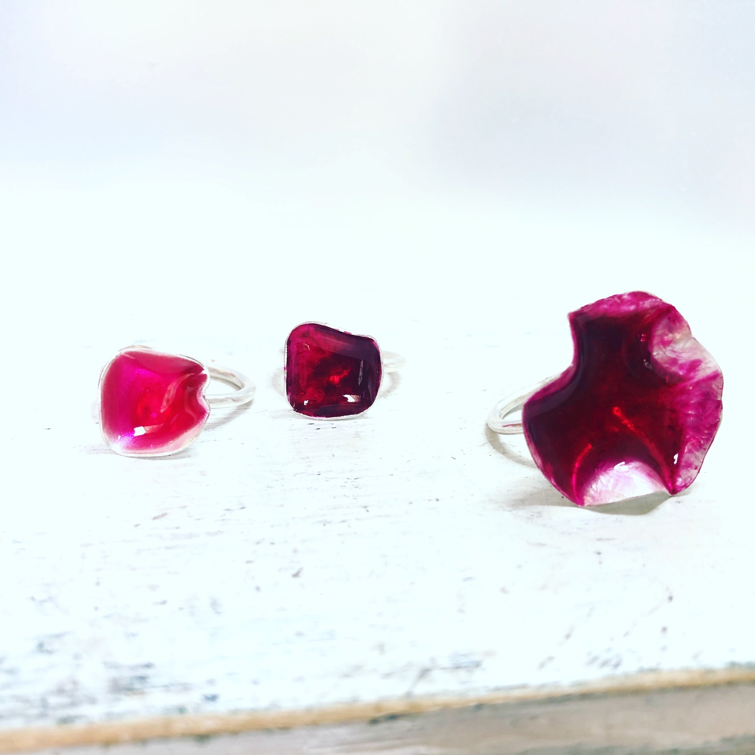 ring red resin flowerring .jpg