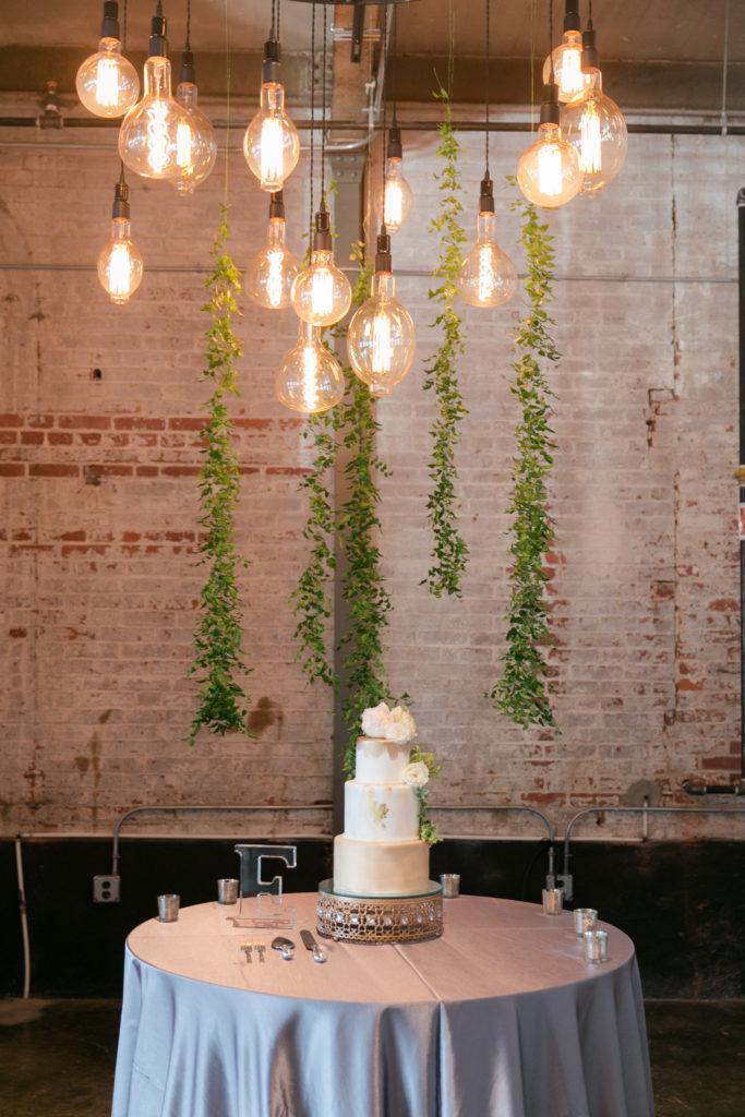 Love the Edison bulbs above the cake!