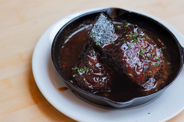 Indulge in sticky licky beef ribs for your cheat day💪🏽💪🏽