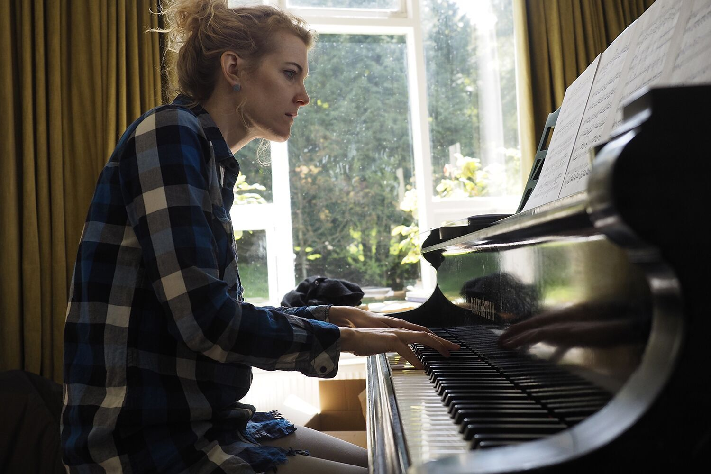 Alcyona Mick - piano