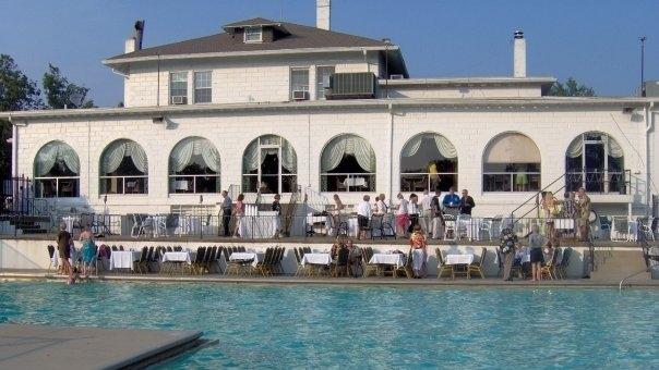 Meshingomesia-Golf-Club-Pool-Clubhouse