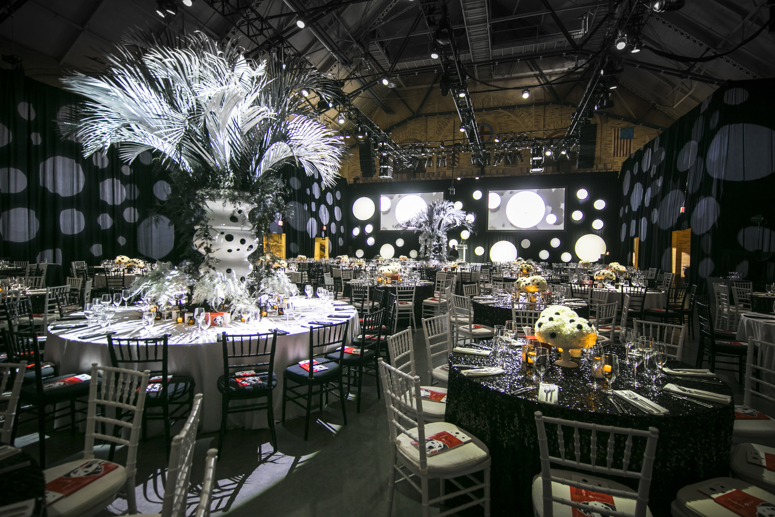 Rafanelli Events Port Lighting Systems Black and White Table Spotlights 2.jpg