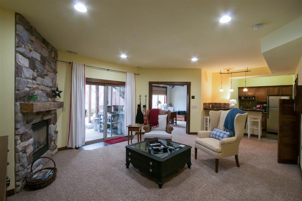 2114 Dempster family Room 3.jpg