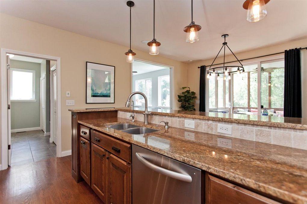 2098 Dempster Kitchen 5.jpg