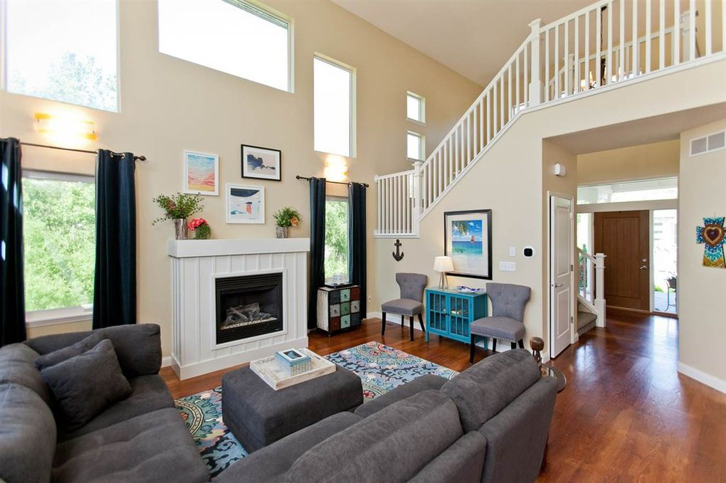 2098 dempster Living Room.jpg