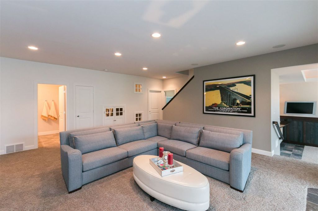 2920 Brokenwoods Family Room 2.jpg