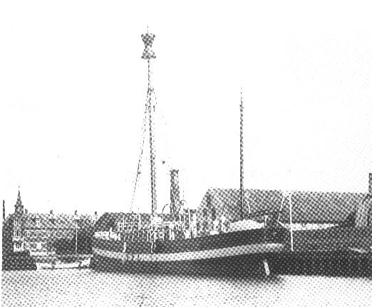 Motorfyrskib nr. 1 som ny i Fåborg Havn, sommeren 1914. Foto: Faaborg Kulturhistorisk Museer.