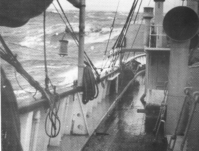 Urolig vejr på Nordsøen. Motorfyrskib nr. 1 på station HR 1, ca: 1950. Foto: Fiskeri- og Søfartsmuseet.