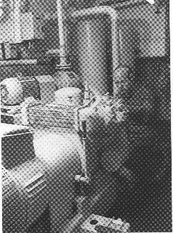 """# Motorpasseren """" i arbejde. Bortset fra en lille udstilling i messen og placeringen af en """"dukkebesætning"""" ombord, er skibet bevaret intakt. Foto: Medvind."""