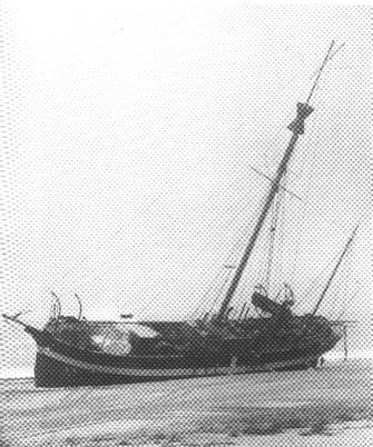 Fyrskib no: XX strandet ved Bjerregård Strand, december 1909.Foto: Fiskeri- og Søfartsmuseet.Esbjerg.