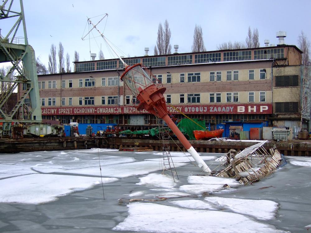 29-09-2006. Motorfyrskib no: 2 blev slæbt fra København til Polen.Den skulle restaureres, men hvem ved noget om det.