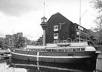 Das Feuerschiff auf seiner Position im Skt. Katharins Dok in London. Foto: Media Press ca. 1997