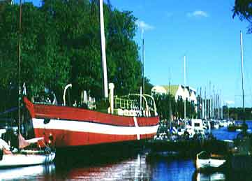 Das Schiff in seinen besten Tagen im Christiansholms Kanal. So schmückte es viele Ansichtskarten und Suveniers. Foto: Media Press