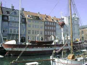 Das Feuerschiff XVII auf seinem letzten Standort, Nyhavn KBH. Das Schiff wird voraussichtlich im Frühjahr 2003 wieder hier sein.