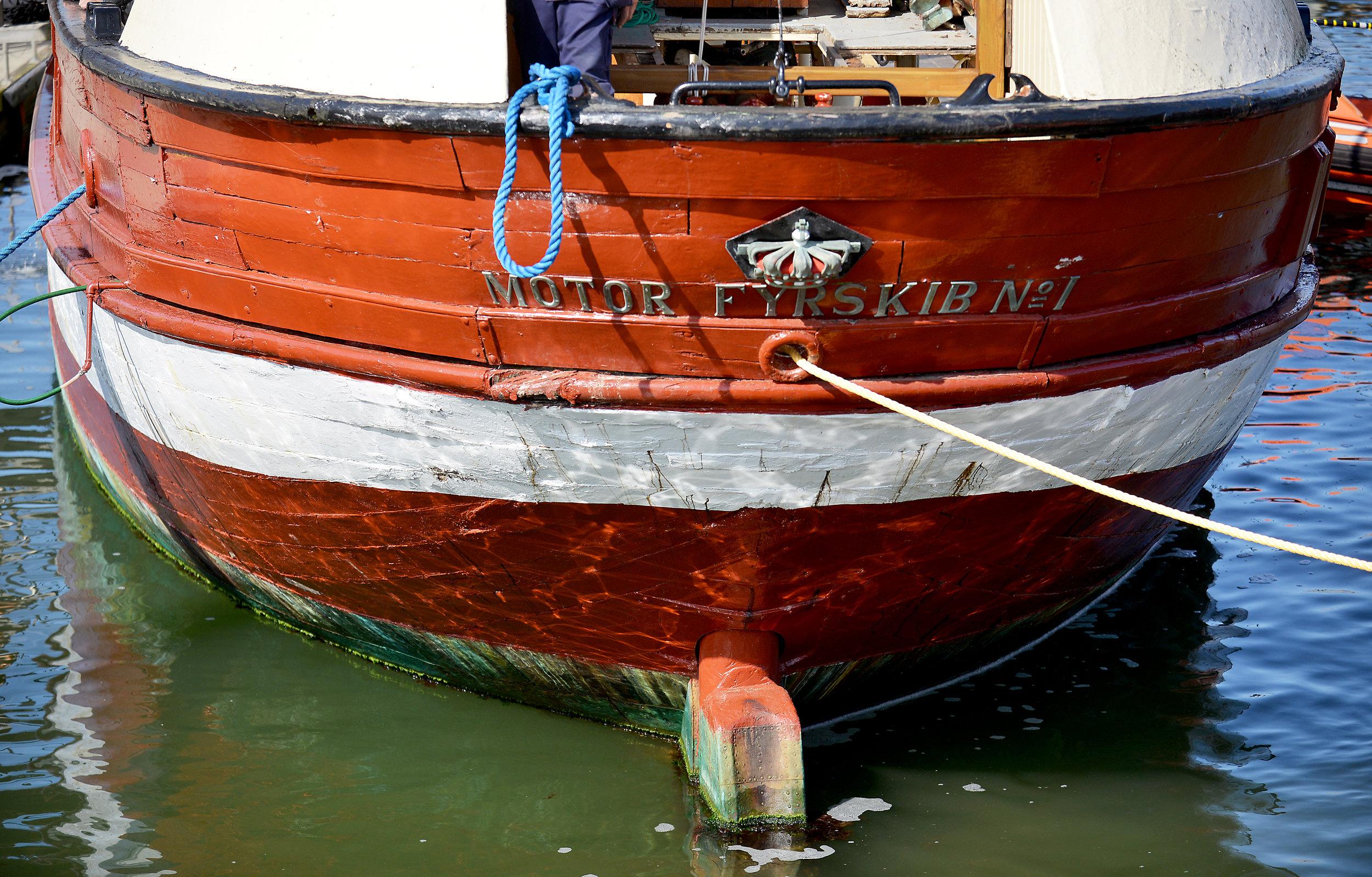 511-30 6. fyrskib flyttes.jpg