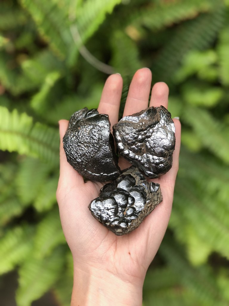 Hematite  is said to be effective in healing pain because it maintains the charge of nerve cells. Magnetic  hematite  will also regulate the blood flow in the body. It is also used to cure and relieve headaches and anemia.