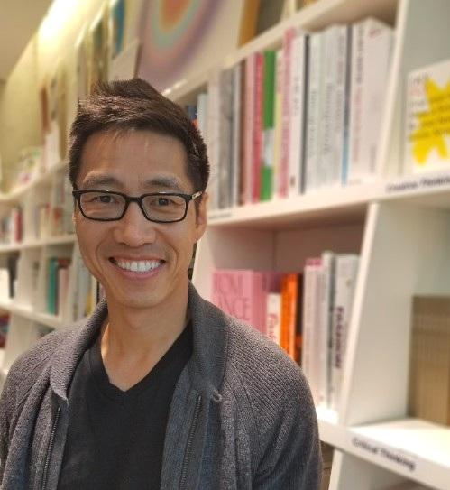 Phil+bookstore+profile+pic+with+border+.jpg