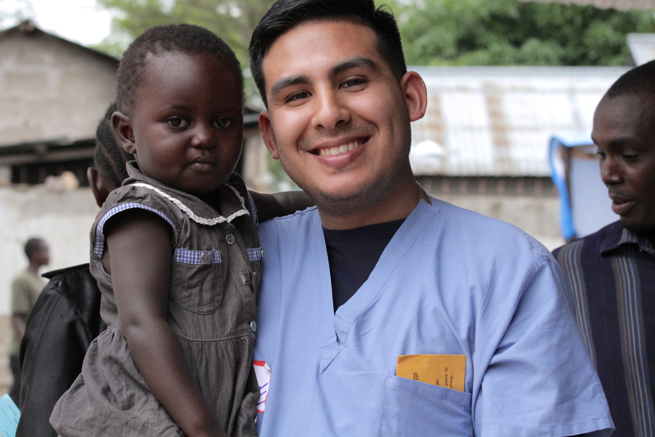 africa-medic-medical-mission-africa-medical-mission-nurse-and-child-medican-clinic-medical-relief_t20_0A99de.jpg