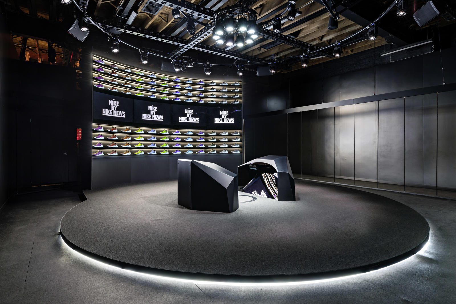 nike-makers-experience-03_native_1600.jpg