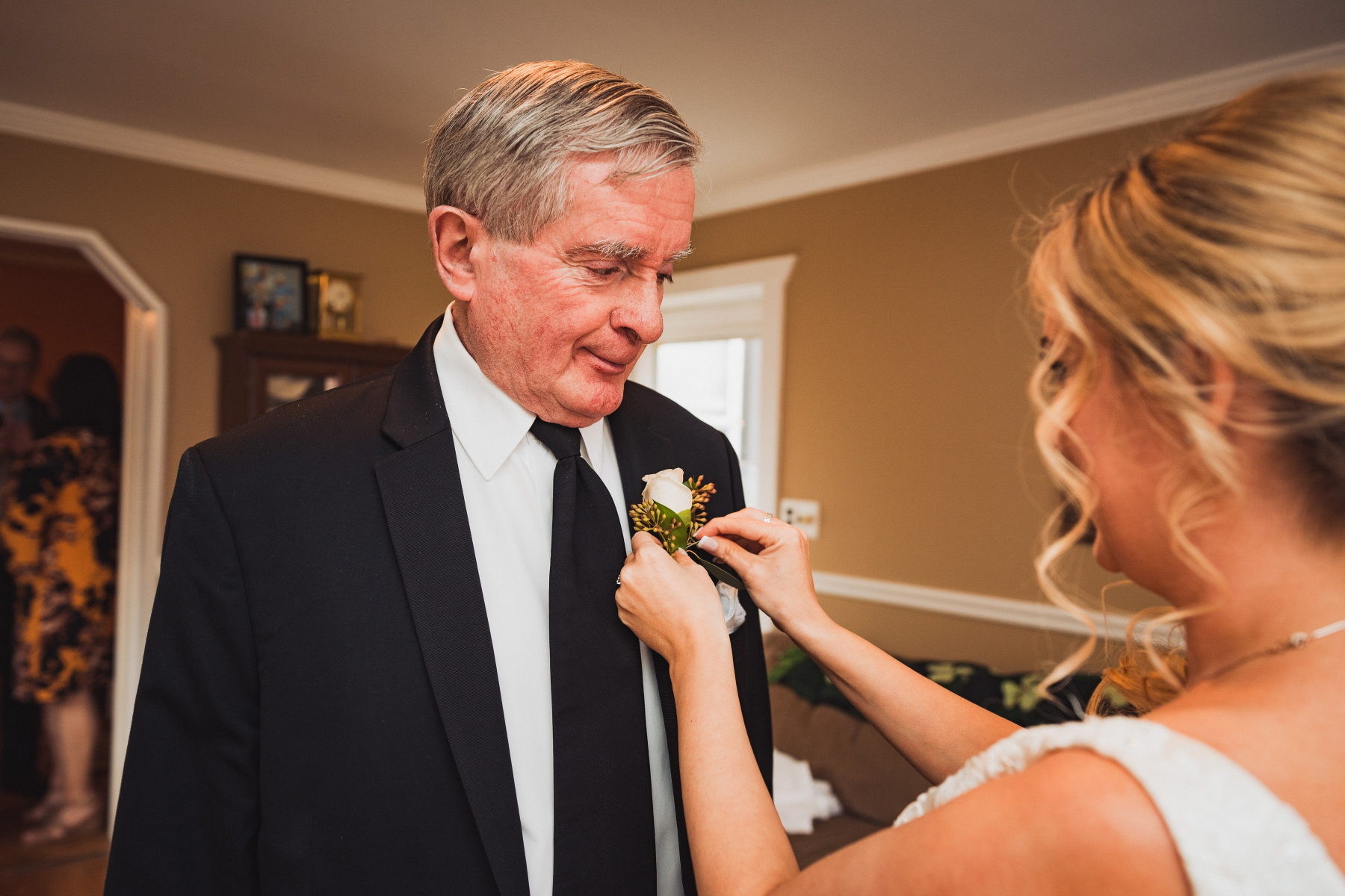 Flowers for dad? always necessary, and always a touching moment. The dad is the main subject here.
