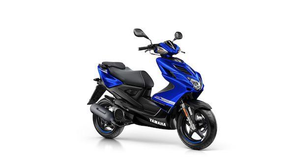 2018-Yamaha-Aerox-4-EU-Yamaha-Blue-Studio-001.jpg