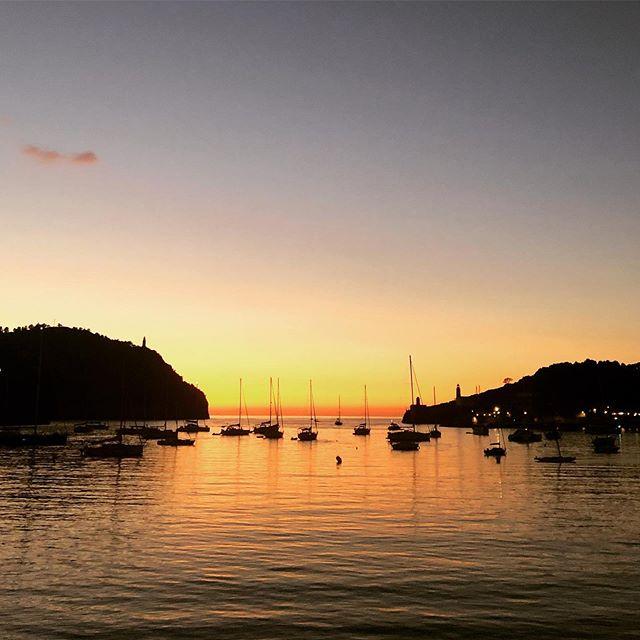 #sunsetinspain #summer #vacation #lifeisbetterinbikini #beachfun #spain #soller #worklifebalance