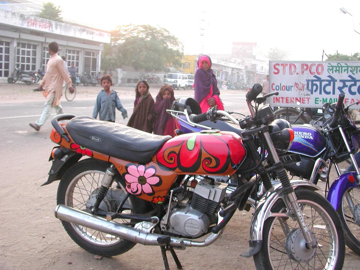 MeganWilson_Bikes_JaipurIndia_1.jpg