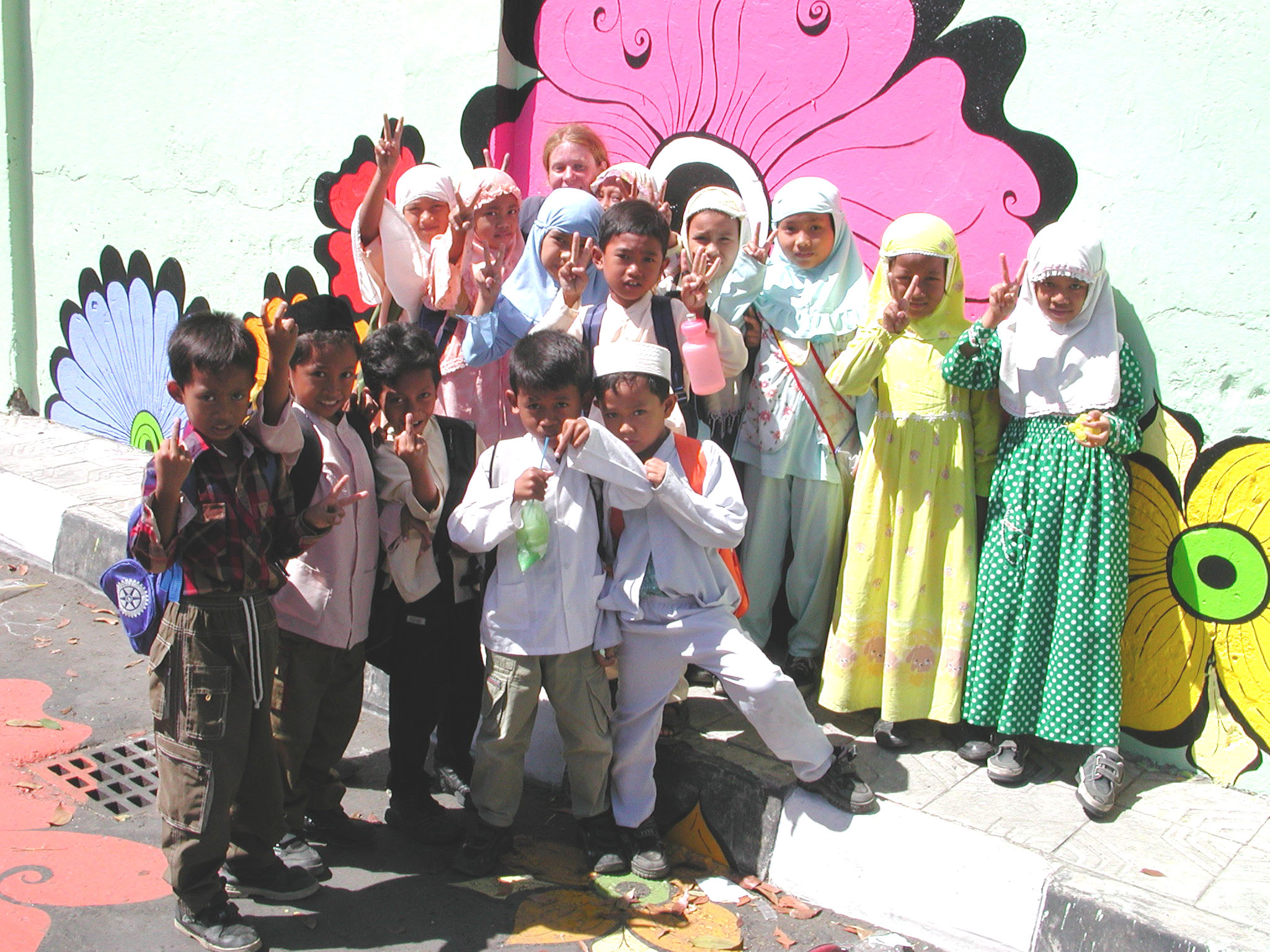 Megan -- kids in Muslim clothes in front of mural #2.jpg