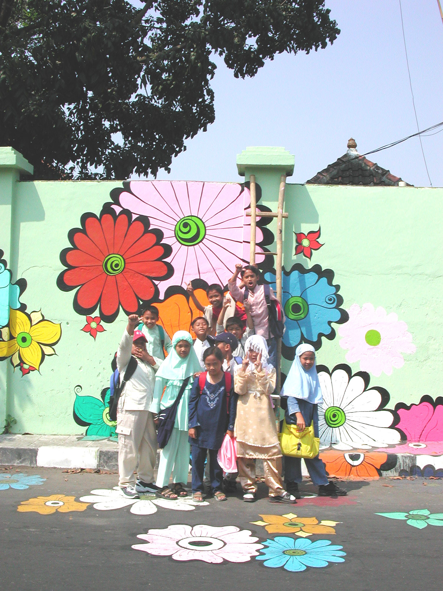 Megan -- kids in Muslim clothes in front of mural #3.jpg