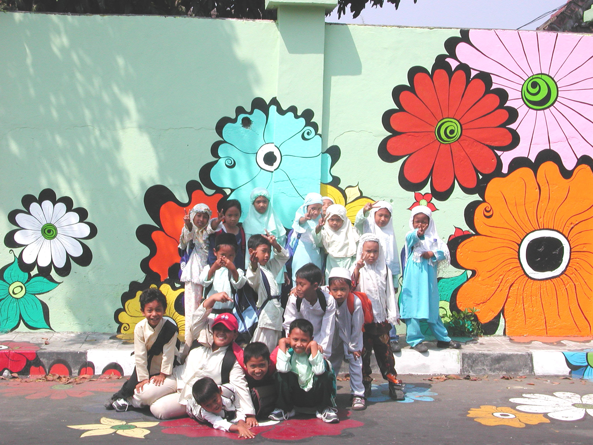 Megan -- kids in Muslim clothes in front of mural #7.jpg