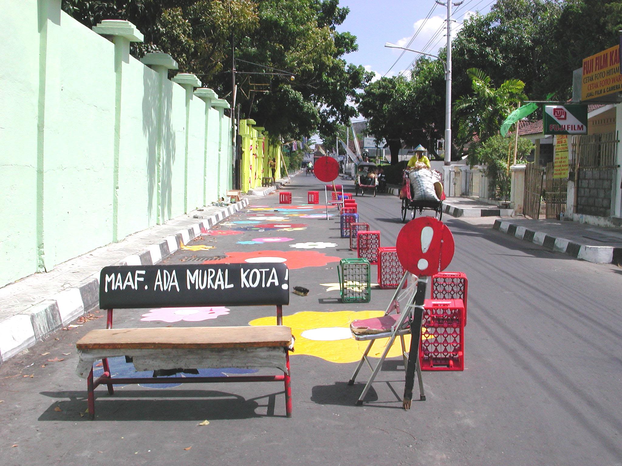 Megan Maaf Ada Mural Kota -- flowers on road.jpg