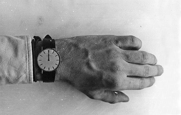 Pablo Stähli · Die erste Sekunde der ersten hundert Tage der siebziger Jahre, 1969/1970. In der Silvesternacht 1969/70 hat Pablo Stähli die erste Sekunde der Siebzigerjahre auf seiner Armbanduhr festgehalten, Originalabzug