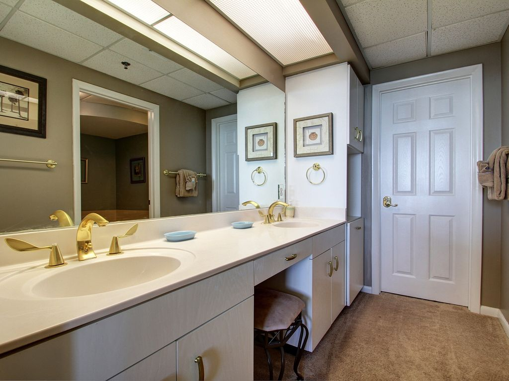 15W Master Bathroom.jpg