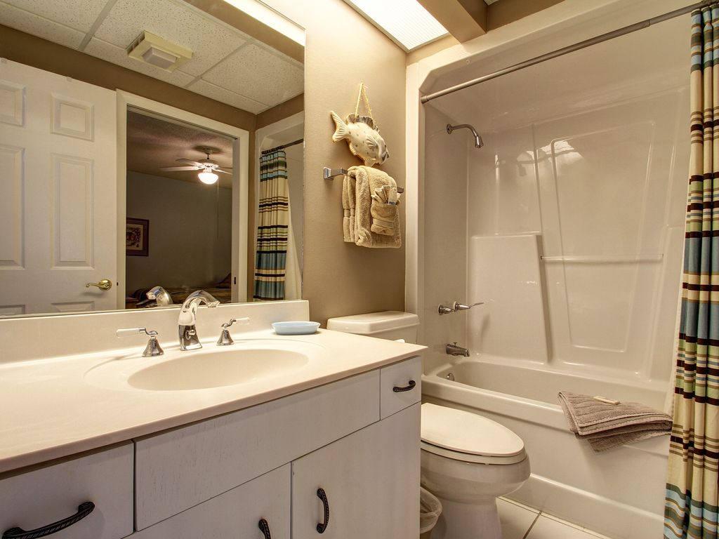 15W Guest bathroom.jpg