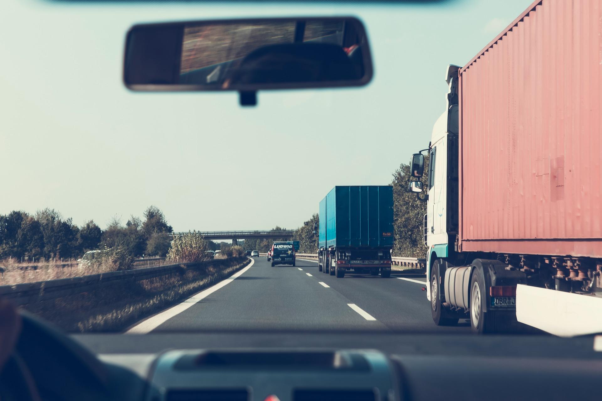 highway-2606937_1920.jpg