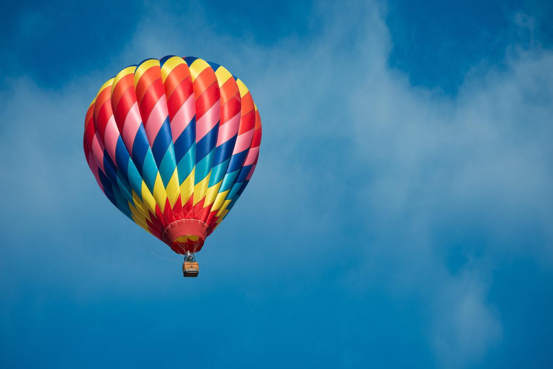 Globos Aerostáticos - Si quieres llevarte una experiencia de otro nivel, puedes tomar un vuelo en globo aerostático, para apreciar las bellezas de la hacienda, sus alrededores y de toda la historia del camino real de Plata a 600 metros de altura (reservaciones mínimo 8 personas).