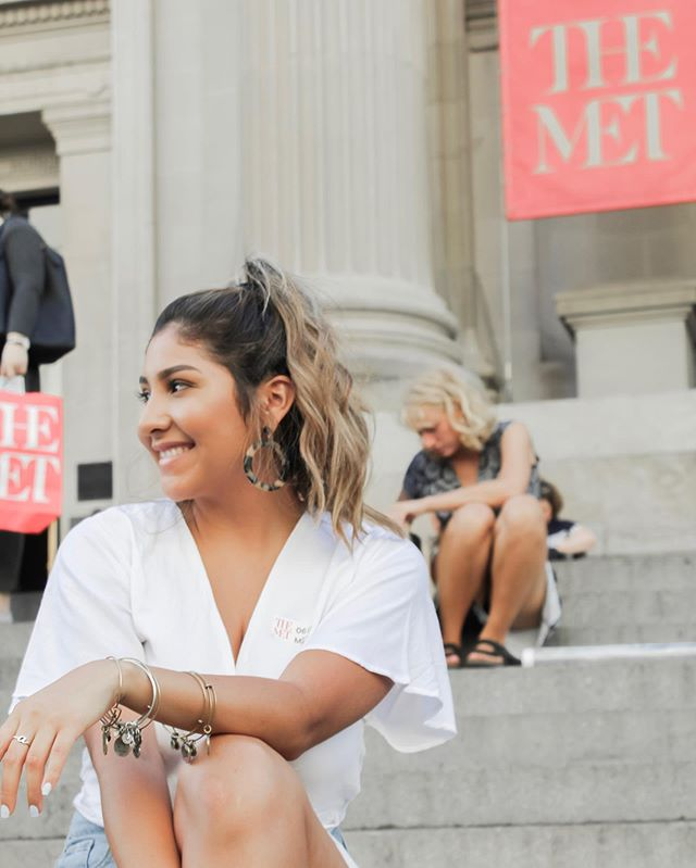 Spotted! Alyssa taking a basic photo on The Met steps. — xoxo, gossip girl.