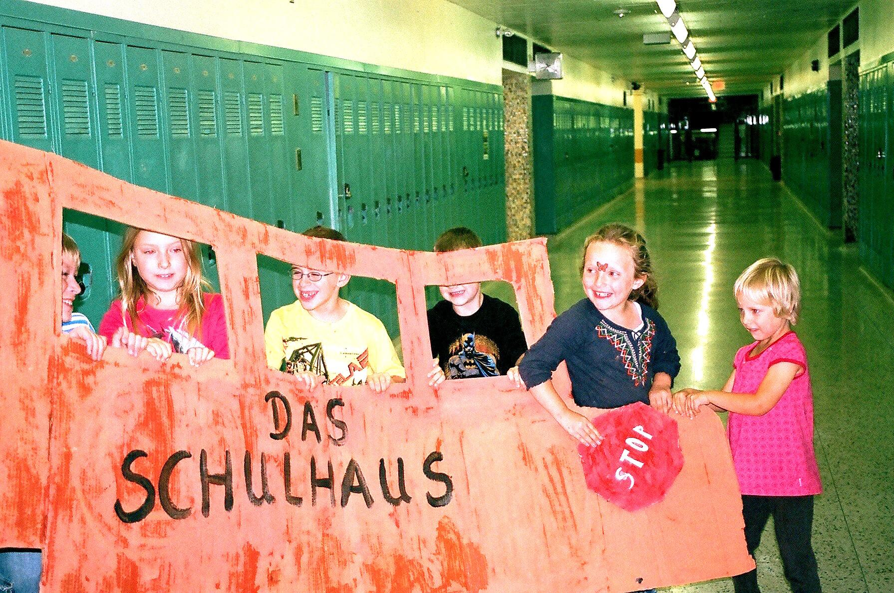 das Schulhaus Bus: Alle einsteigen!