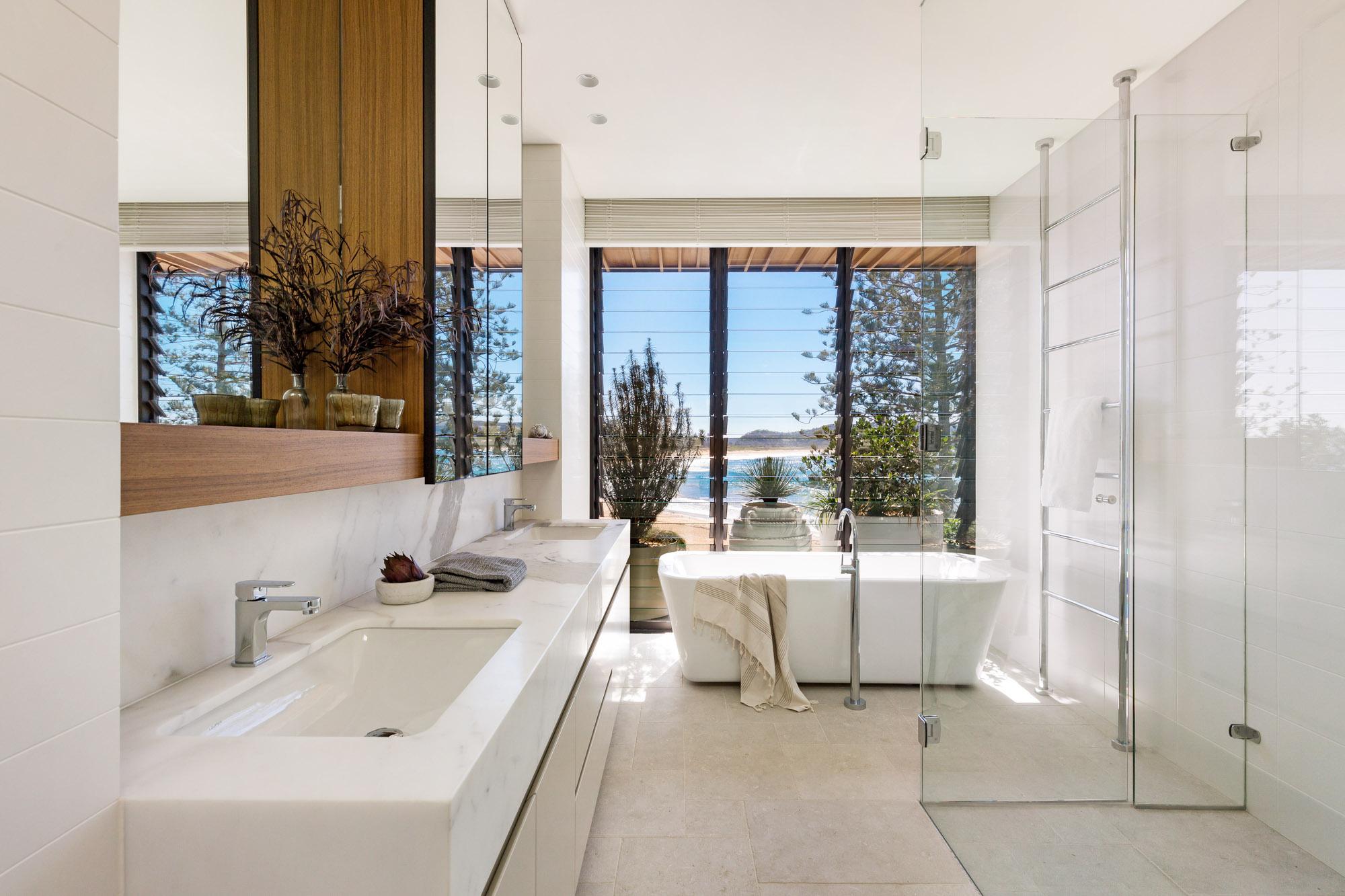 CADENCE AND CO-PALM BEACG-APRIL 2018 - Bathroom.JPG