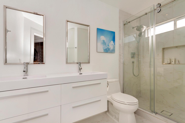 222 Breezewalk Dr Vallejo CA-large-027-19-Second Bathroom 1-1500x1000-72dpi.jpg