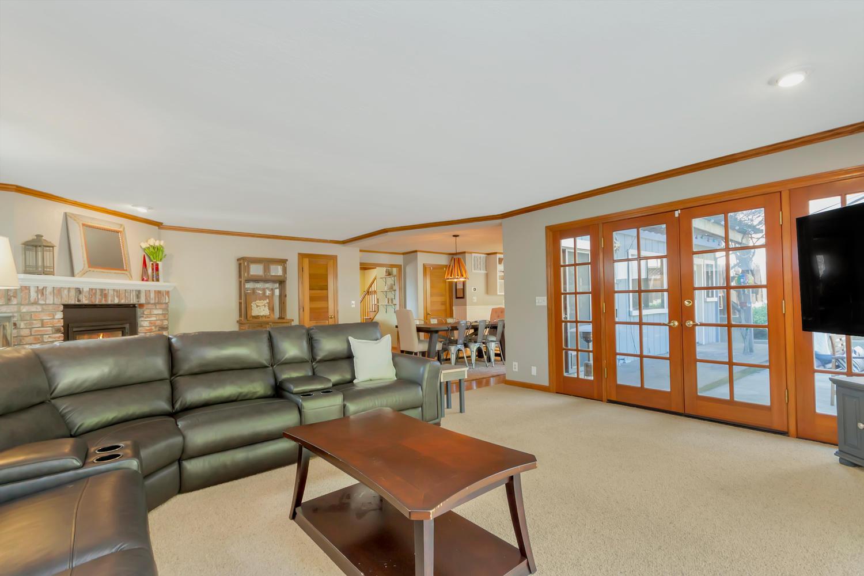 171 Incline Pl Benicia CA-large-015-4-Family Room 5-1500x1000-72dpi.jpg