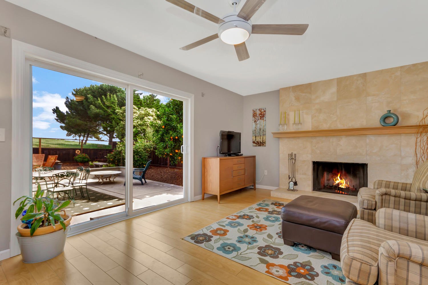 355 W Seaview Dr Benicia CA-large-012-4-Family Room 2a-1500x999-72dpi.jpg