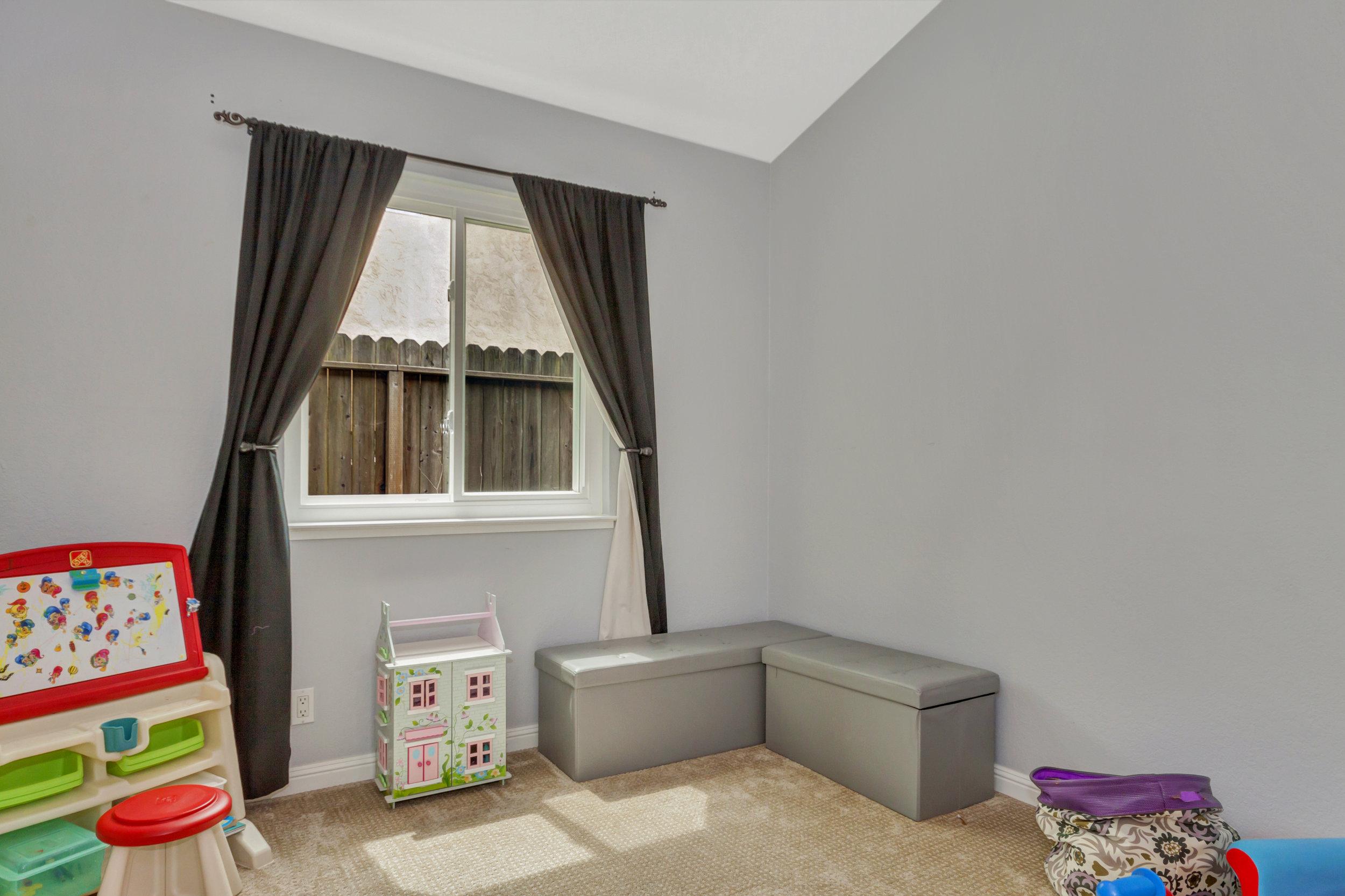 508 Poppy Circle Benicia CA-print-019-32-Third Bedroom 1a-4200x2799-300dpi.jpg