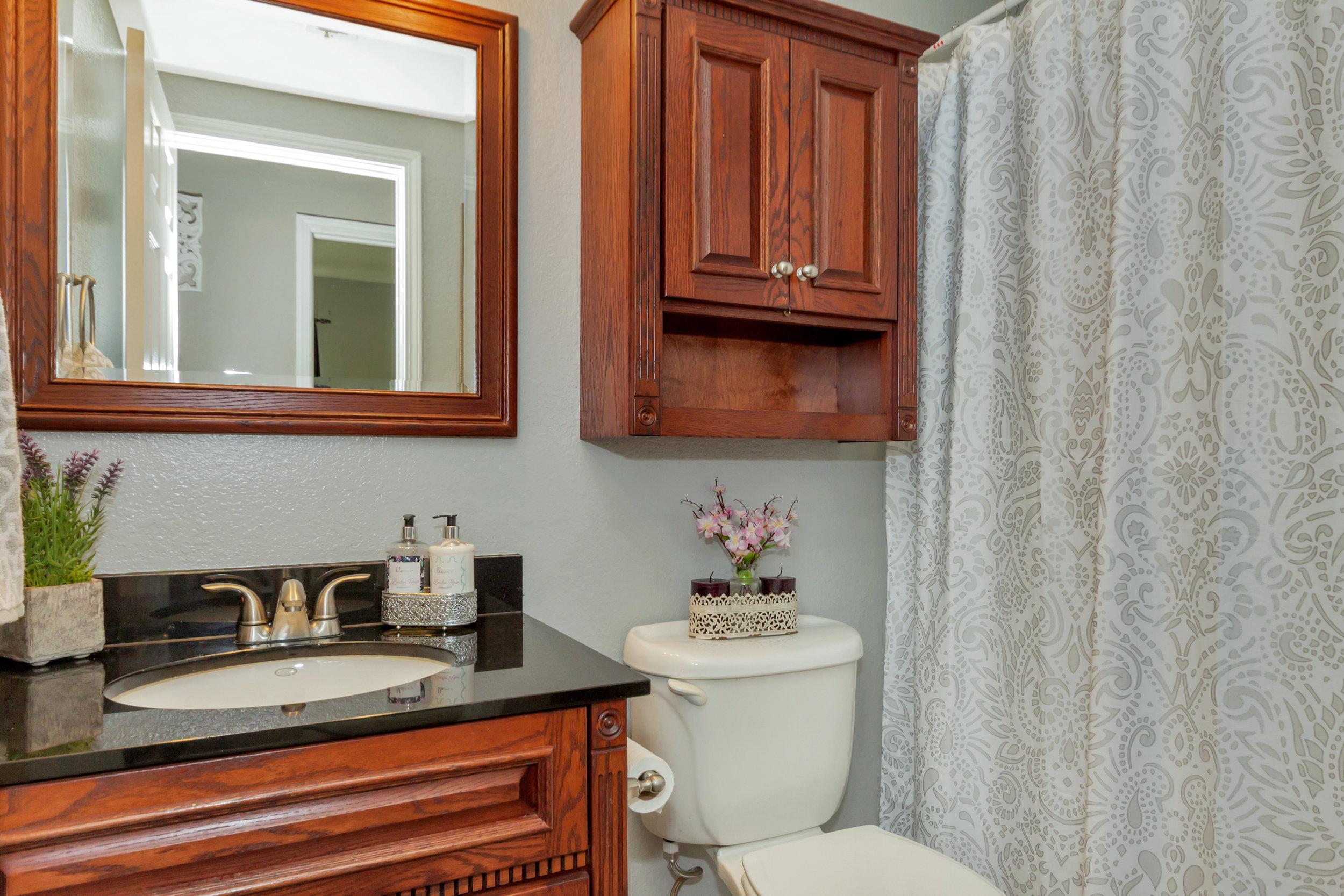 508 Poppy Circle Benicia CA-print-021-27-Third Bathroom-4200x2800-300dpi.jpg