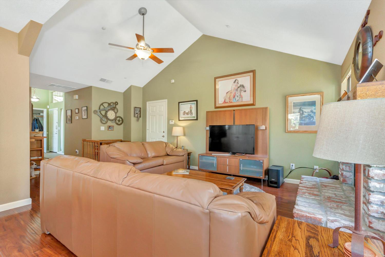 140 Live Oak Ct Vallejo CA-large-017-7-Family Room 2a-1500x1000-72dpi.jpg